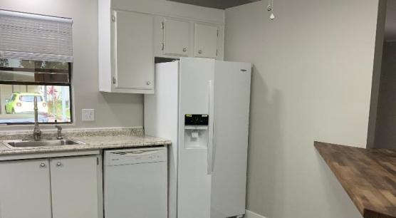 Kitchen, Newer Frig